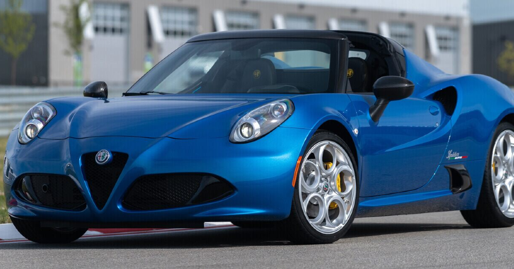 Exercise the Function of the Alfa Romeo 4C Spider
