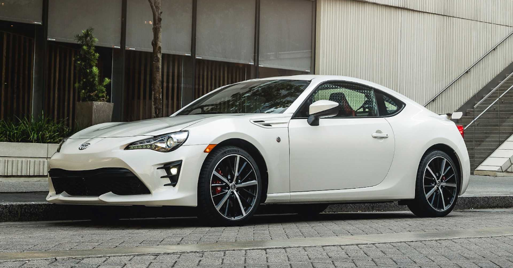 Sport Your Fun in the Toyota 86 Sports Car