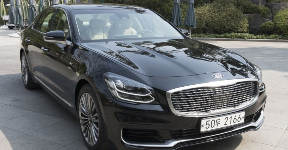 The Kia K900 is Upgraded for the 2019 Model Year